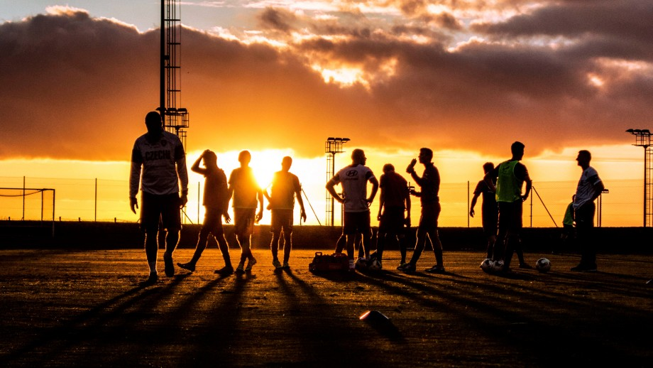 The Czech U21 national team trained during their football training camp in the Tenerife Top Training until the evening hours. Here you can see the team in the sunset
