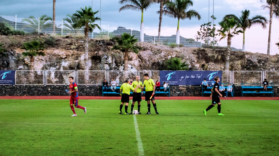 referee that came on Tenerife just for a friendly game talking about the game, thats about to start.