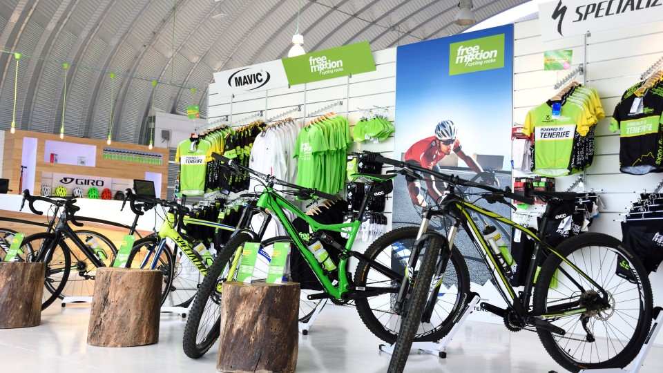 Mountain bikes and tracking bikes plus equipment. Everything can be found at FreeMotion on tenerife