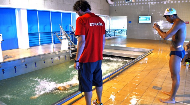 In the flume you can analyse your swimming skills while your are swimming and after the session with an video.