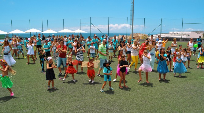 group of kids dancing a flashmob