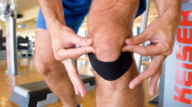 taped knee for a physiotherapy