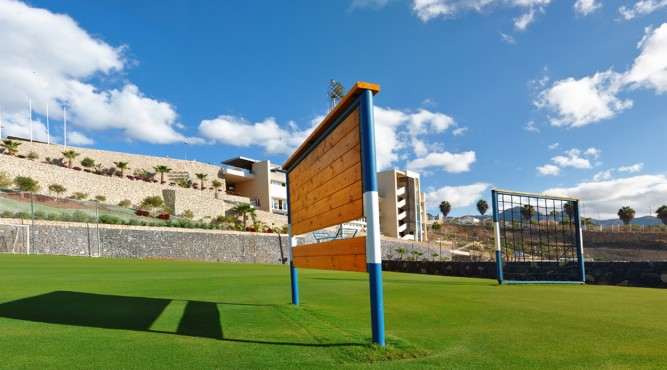 The complementary pitch is great for specialized training and parcours. improve your Fitness at Tenerife Top Training