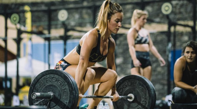 CrossFit Girl Olympic weightlifting WOD