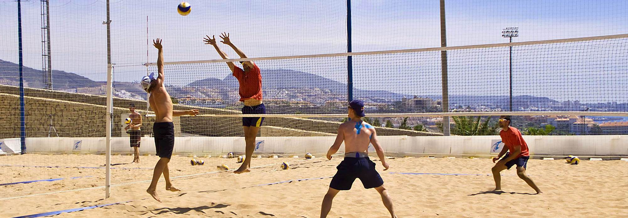 2 vs 2 of the German beach volleyball national team against the Spanish on the beautiful court of Tenerife Top Training