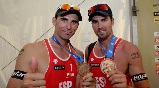 herrera-gavira-beachvolleyball-team