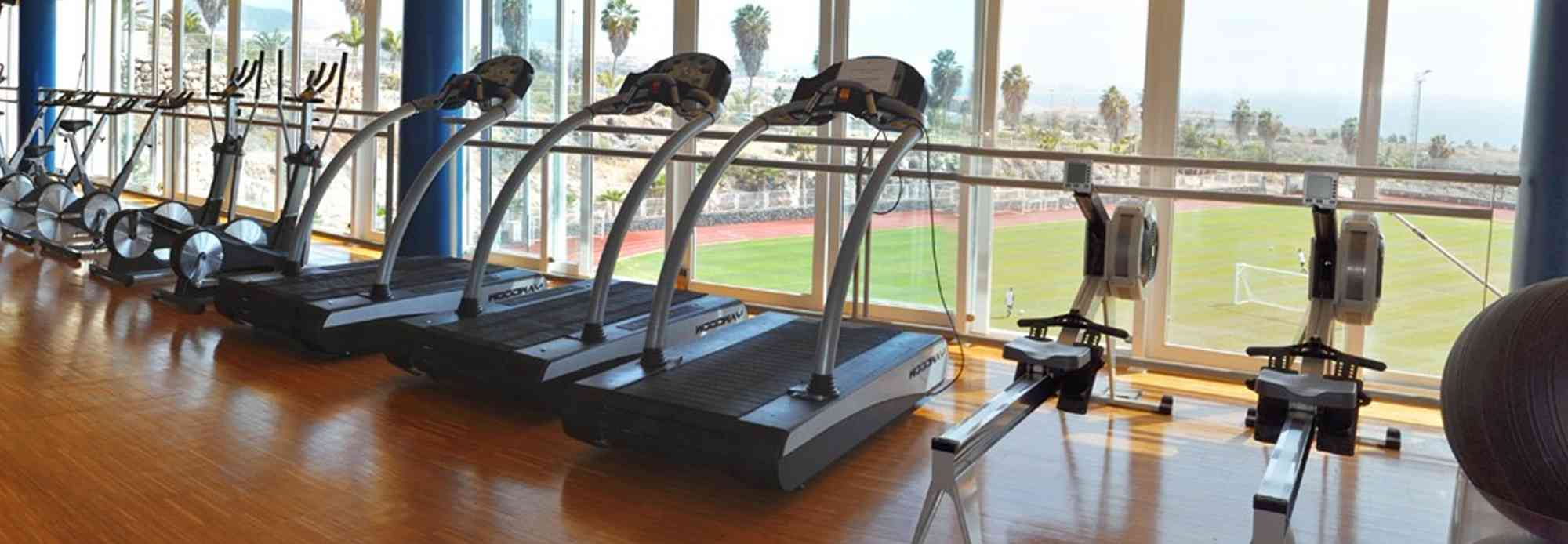 The indoor gym is located in the main building of T3 and has a large training area with the latest equipment from TechnoGym® and Keiser®, alongside two rooms for group exercises.
