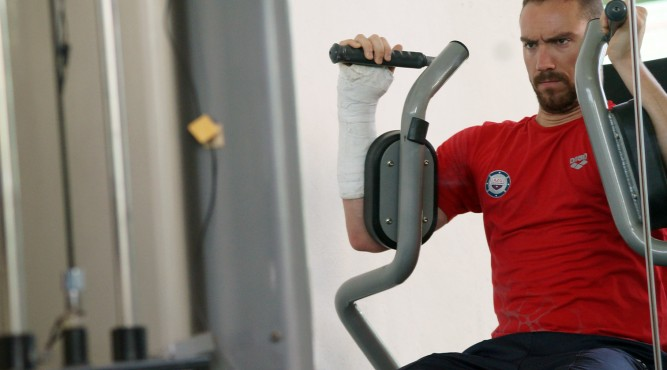 Jérémy Stravius sit on the butterfly machine with his back flat on the pad.