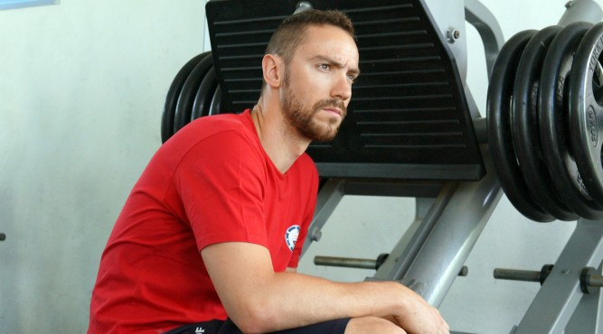 Jérémy Stravius sits on a Leg Press after his training