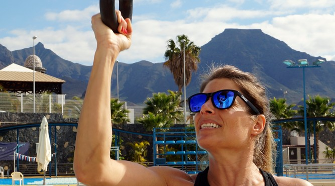 Viktoria Schwarz trains at the Olympic Pool of Tenerife Top Training with a kettlebells