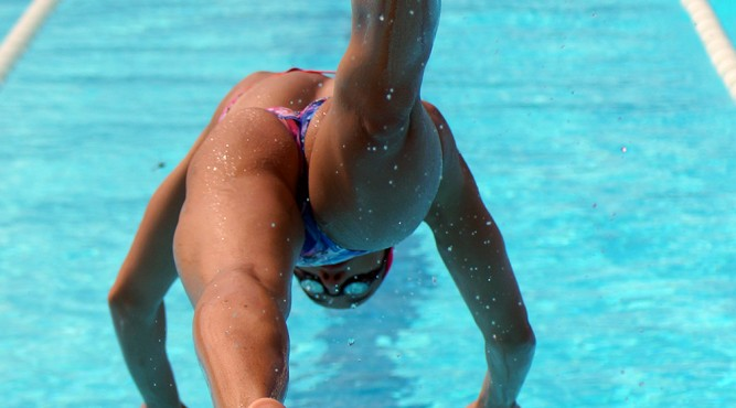 África Zamorano jumps into the Olympic Pool of Tenerife Top Training