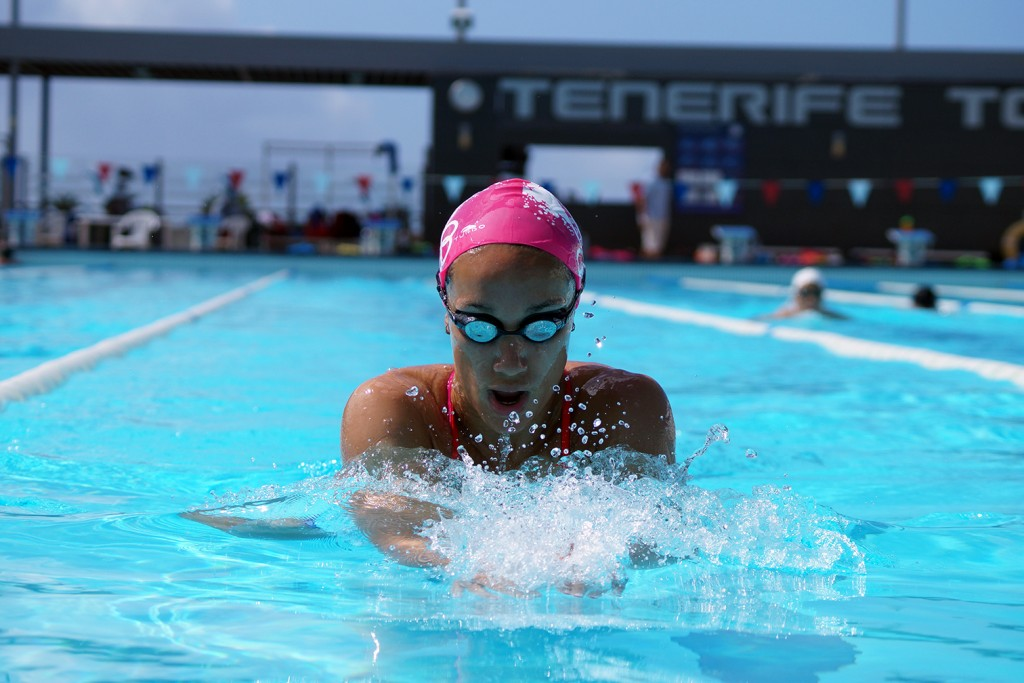 Africa Zamorano Sanz is swimming breaststroke in The Olympic Pool of Tenerife Top Training.