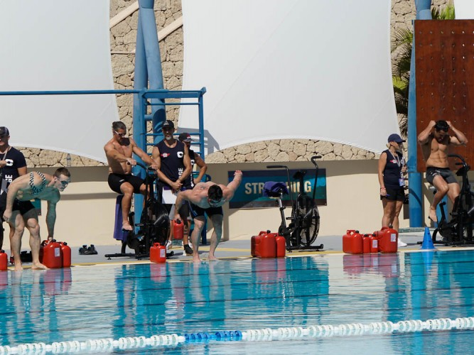 On e of the highlights of Canarias Gone Bad 2017 European Throwdown is the Pool WOD. A combination of Assault Bikes and swimming with weights is one of the toughest thing