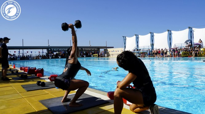 Girl is doing a Pool WOD on her CrossFit vacations