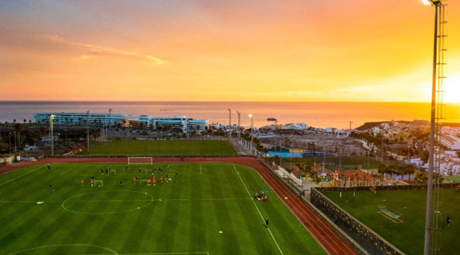 All the football grass pitches of Tenerife Top Training are equipped with modern floodlights