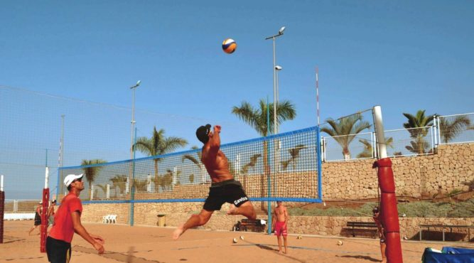 Beach volleyball players training in the Tenerife top training to improve their smash