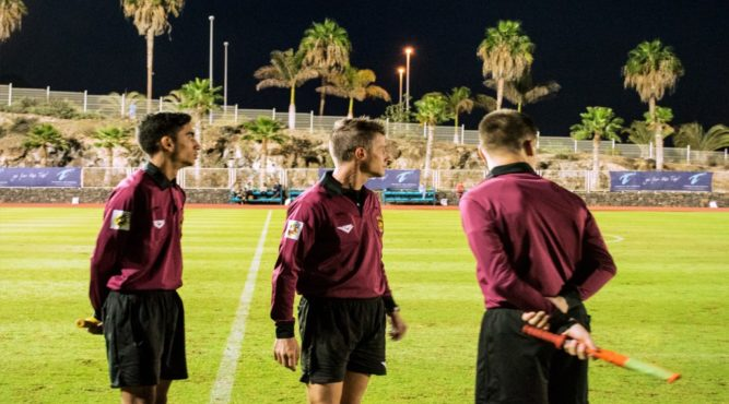 The service at Tenerife Top Training also means that we organize a referee team for friendly matches.